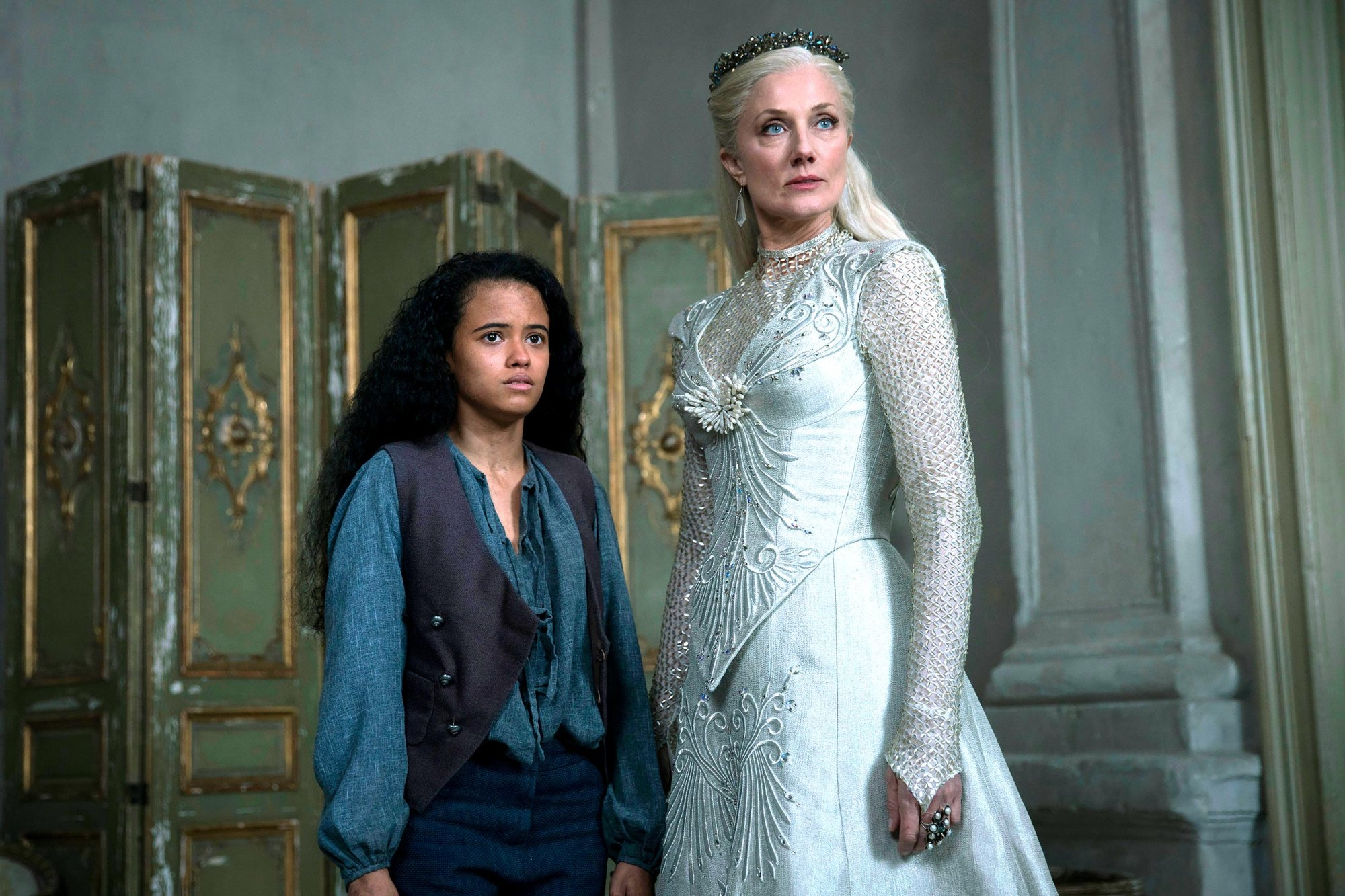 "EMERALD CITY -- ""Science and Magic"" Episode 104 -- Pictured: (l-r) Jordan Loughran as Tip, Joely Rochardson as Glinda -- (Photo by: David Lukacs/NBC)"