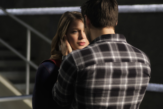 """Supergirl -- """"Star-Crossed"""" -- SPG216a_0127.jpg -- Pictured (L-R): Melissa Benoist as Kara/Supergirl and Chris Wood as Mike/Mon-El -- Photo: Robert Falconer/The CW -- © 2017 The CW Network, LLC. All Rights Reserved"""